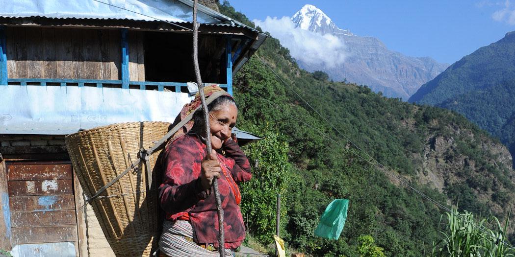 Gurung women on the trail to Gandrung.